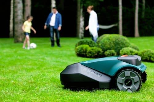 Les 4 meilleurs robots tondeuses: comparatif 2020